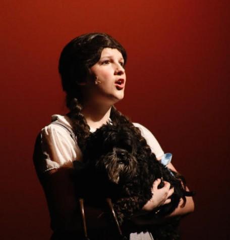 Sophomore Abbie Hindle sings