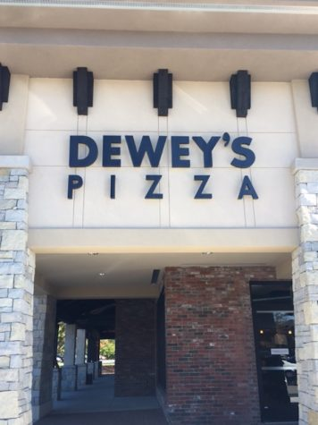 Dewey's Does Pizza Right