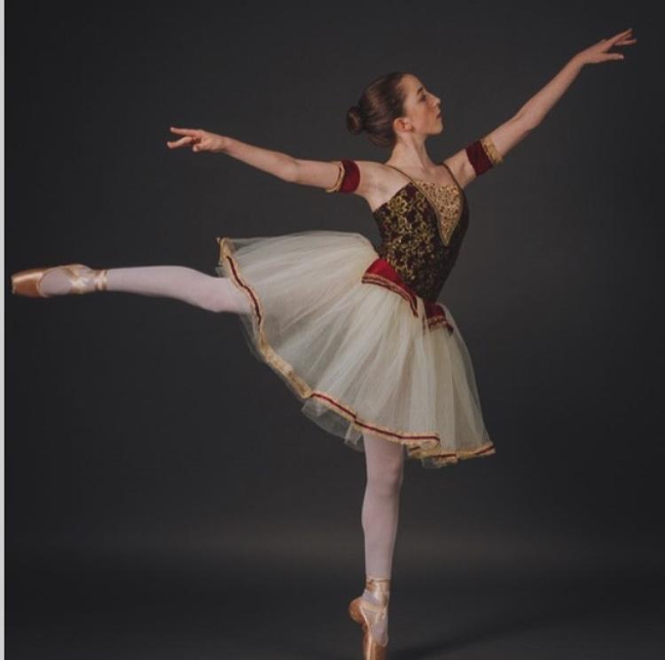 Do+an+arabesque%21+Hope+Nasse+poses+for+her+dance+photos.