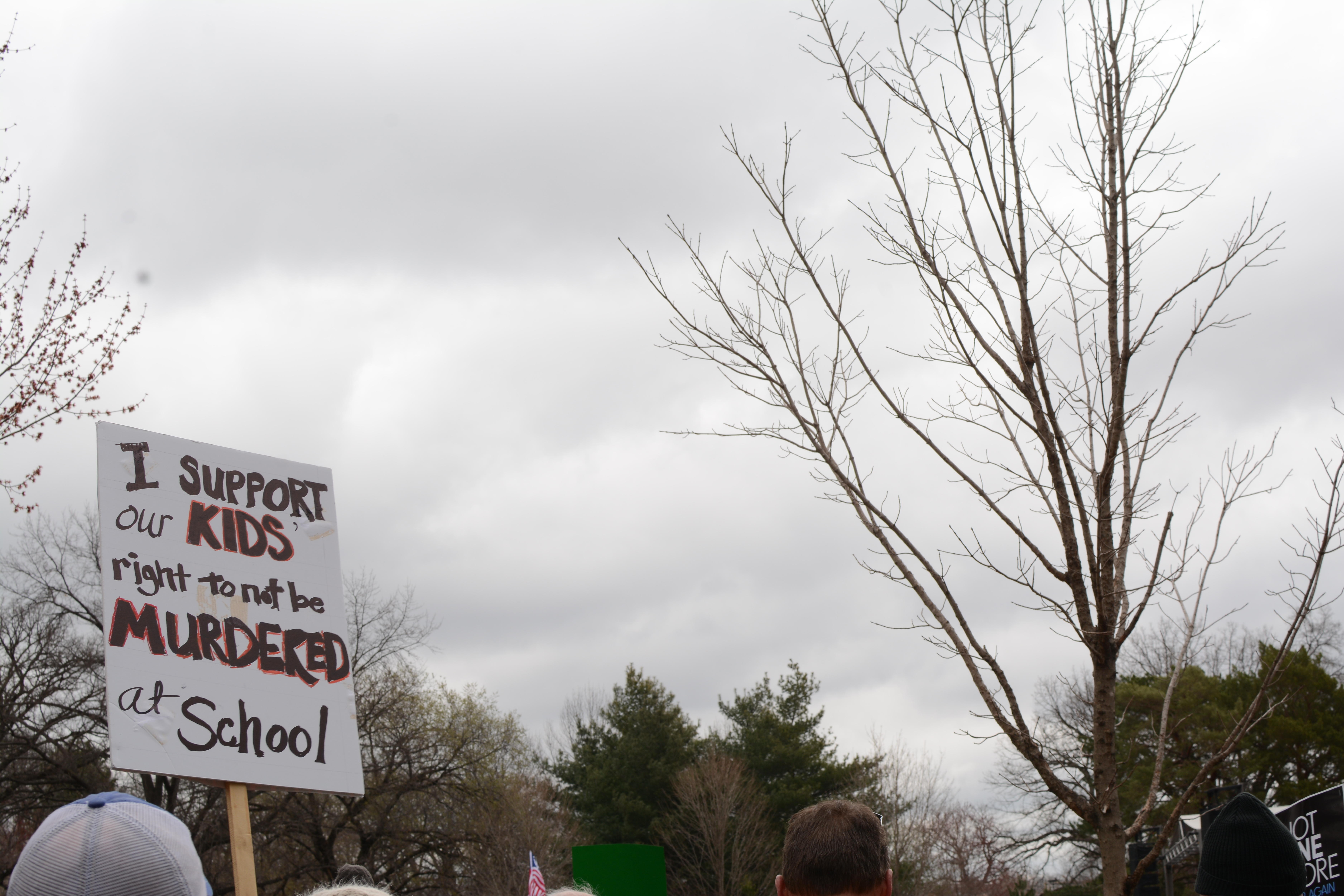 A+sign+reads%2C+%22I+support+our+kids+right+to+not+be+murdered+at+school.%22