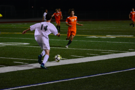 Boys Varsity soccer falls to Shawnee Mission Northwest