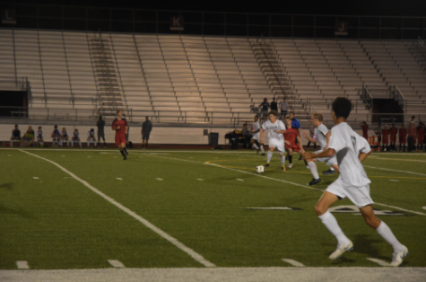 Boys soccer takes loss from Shawnee Mission North